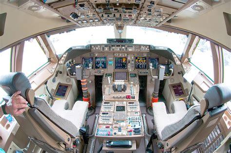 boeing 747 flight deck view