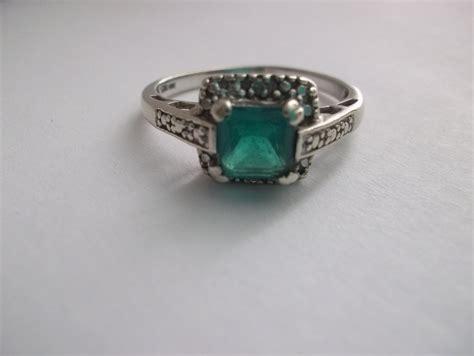 SALE Vintage Emerald in 10kt White Gold Ring//Vintage