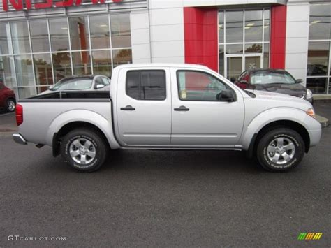 2012 nissan frontier sv crew cab 4x4 in avalanche white 423263 nysportscars com cars for brilliant silver metallic 2012 nissan frontier sv crew cab 4x4 exterior photo 54954598