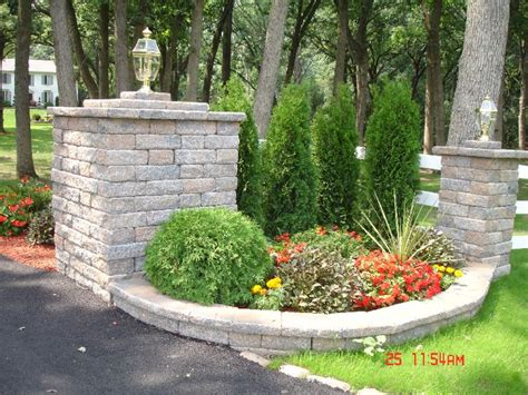 Driveway Entrance Planters by 449 Best Images About Driveway Landscaping And Curb Appeal