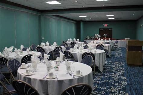 garden inn menomonee falls wi traditional king room picture of radisson hotel