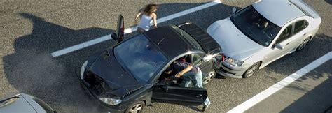 Kfz Versicherung Kündigen Im Ersten Jahr by Erste Hilfe Beim Autounfall Die 10 Wichtigsten Regeln