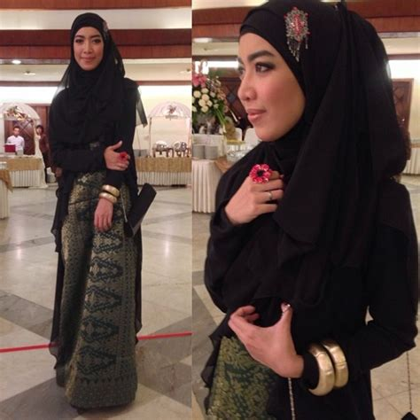 Dress Satin Hijaber Aulia fitri aulia in songket dress she s beautiful with tone