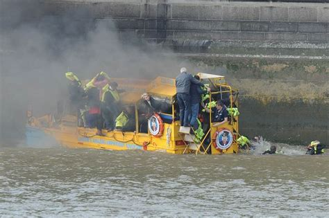 london thames river duck boat fire london duck tours suspend all boats after thames blaze