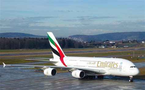 emirates zurich emirates der airbus a380 verbindet z 252 rich t 228 glich mit