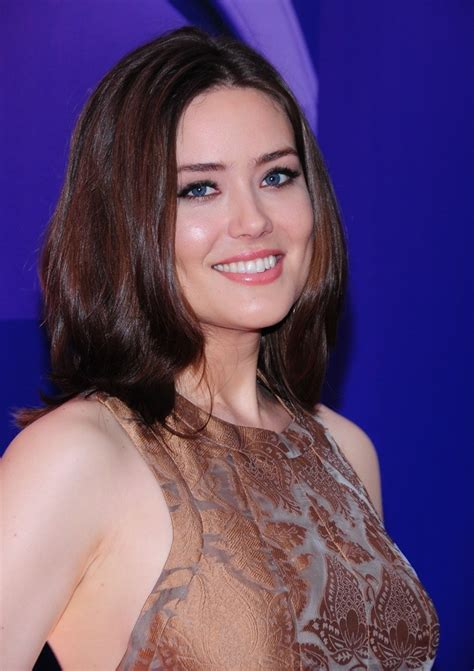 Megan Boone Backward Flow Haircut | megan boone haircut on blacklist hairstylegalleries com