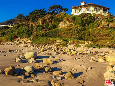 trulia malibu cindy crawford lists her malibu flip for 60 million