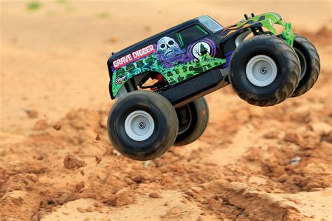 rc grave digger monster truck traxxas 1 16 grave digger monster jam replica review rc