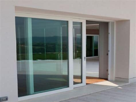 finestre porte installare le vetrate scorrevoli le finestre come