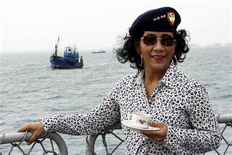 tattoo menteri susi menteri susi 61 000 wni di 1 500 kapal ikan asing