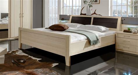 doppelbett ohne kopfteil doppelbett mit hohem einstieg in edel esche dekor rapino