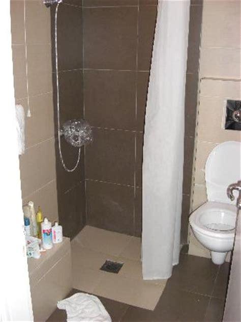 box doccia piccolo bagno piccolo e senza box doccia foto di pantokrator