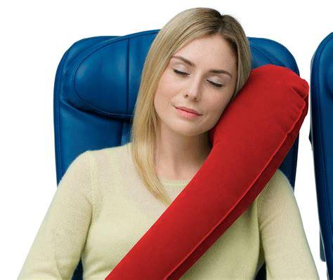 almohada para viaje c 243 mo dormir bien en el avi 243 n consejos para dormir bien