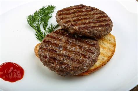 como cocinar hamburguesas c 243 mo preparar la hamburguesa perfecta a la barbacoa