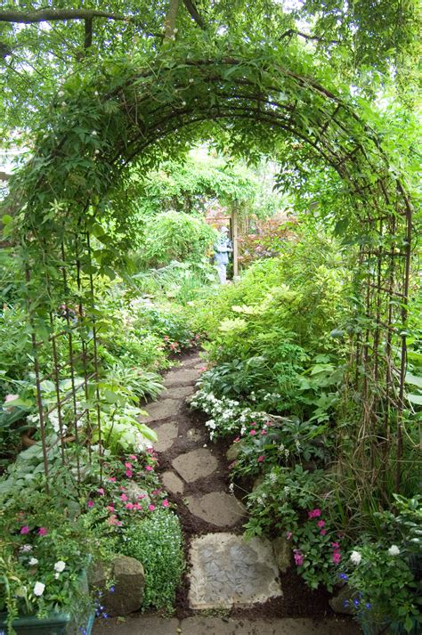 Garden Arch Ideas Archway And Path Using Inexpensive Garden Arches Found Everywhere Envy Pinterest Garden