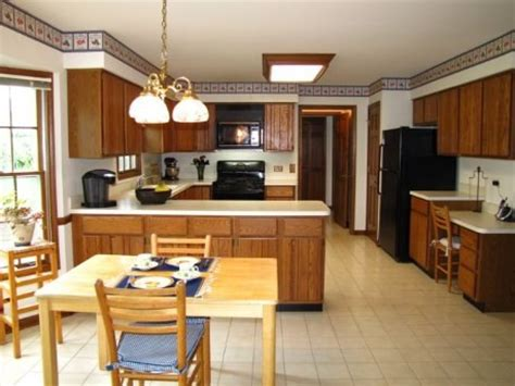Change Color Of Kitchen Cabinets by Color For Granite Countertop On Honey Oak Cabinets