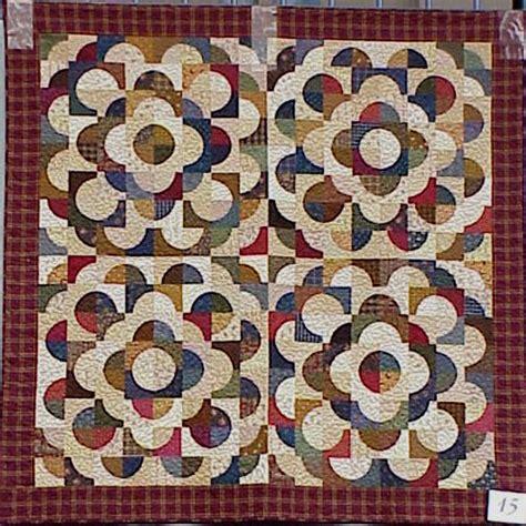 drunkards path pattern quilt variations quilt drunkard s path quilt 15 drunkard s path variation