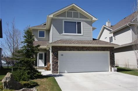 house with garage 18 ft garage door and the advantages of having a wide size