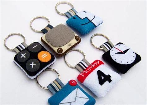 Gantungan Kunci Dari Belanda 15 kreasi kain flanel untuk pemula kerajinantangankita