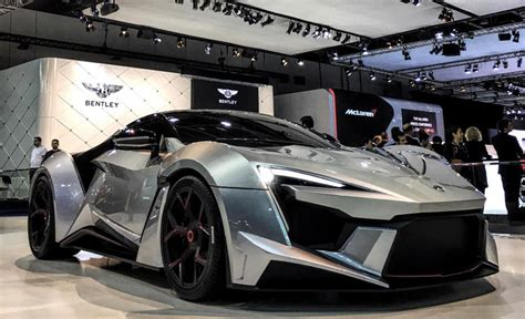 sport motors w motors fenyr supersport debuts in dubai with 900 horsepower