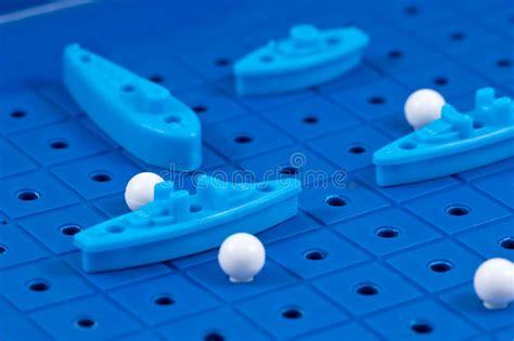 giochi da tavolo di guerra giochi le navi di guerra e un sottomarino allineato per