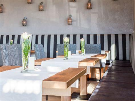 Moderne Terasse 5212 by Greenvieh Restaurant Bar Am Mieminger Plateau