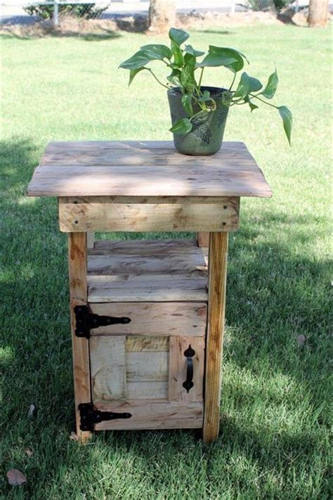 Pallet Side Table 12 Diy Pallet Side Tables End Tables 101 Pallets