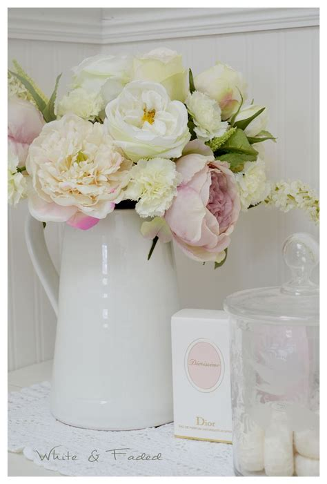 How To Arrange Peonies In A Vase by Best 25 Flower Arrangements Ideas On