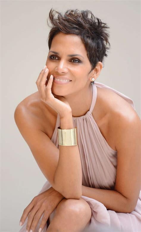 how to cut hair to look like halle berry halle berry 5th avenue collection filming 14 gotceleb