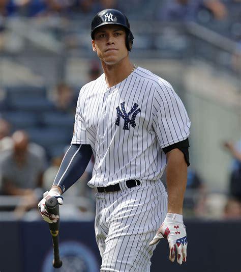 aaron judge the story of the new york yankees home runã hitting phenom books aaron judge photos of the baseball player home run