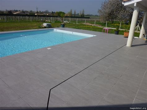 Plage Piscine Carrelage by Terasse Carelage Gris Piscines Plages