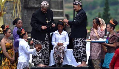 Rambut Gimbal Bandung tradisi khas anak indonesia sebagai wisata budaya