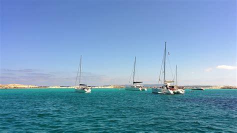 vacanza formentera lowcuras vacanza in barca a vela per single tra ibiza e