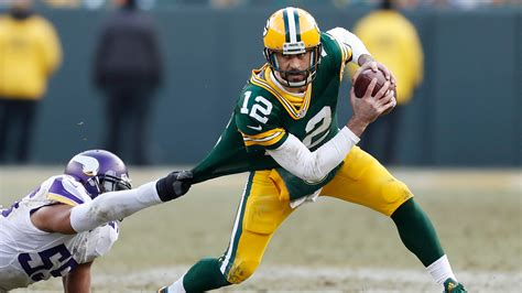 rodgers throws four touchdowns as packers shred vikings
