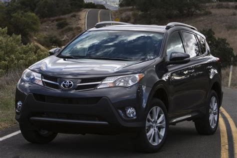 Toyota Rogue 2014 Nissan Rogue Vs 2014 Toyota Rav4 Which Is Better