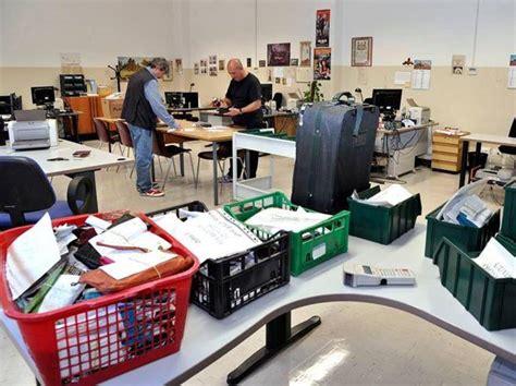 ufficio oggetti smarriti firenze milanesi sempre pi 249 distratti 20mila gli oggetti smarriti