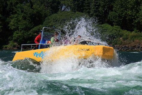 lachine rapids jet boat rafting and jet boating on the lachine rapids in montreal