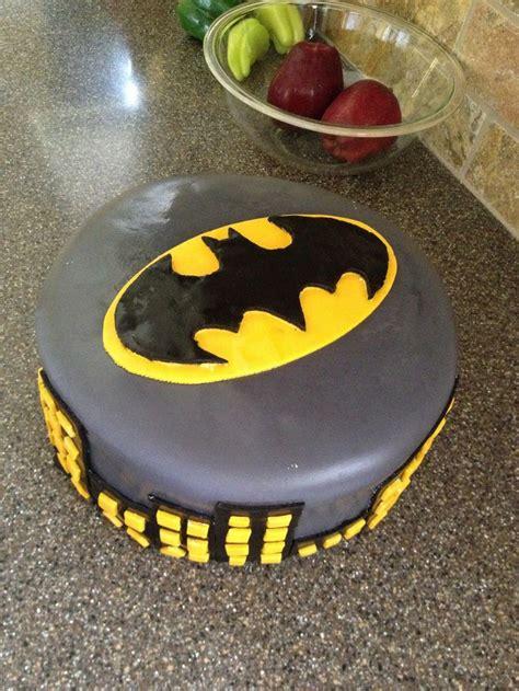 ideas  easy batman cake  pinterest batman cupcake cake batman cakes