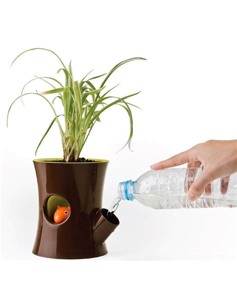 self watering plant pots log and squirrel plant pot by new arriwa watering