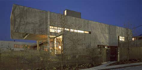 modern homes  cantilevered  overhanging volumes