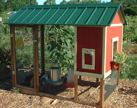 How To Build A Backyard Chicken Coop Playhouse Chicken Coop Backyard Chickens Community