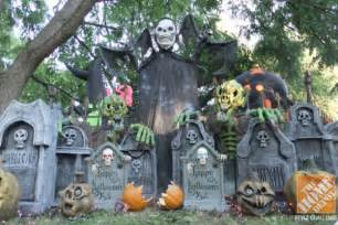 How To Decorate Yard For Halloween Halloween Decorating Ideas For The Yard The Home Depot