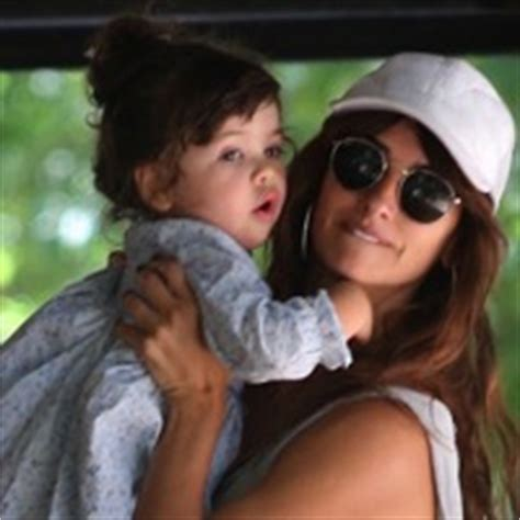 penelope cruz with daughter luna bardem t growing your baby