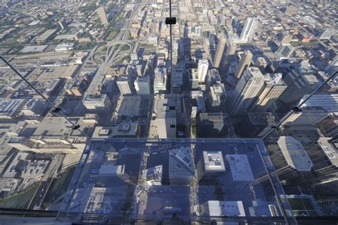 Skydeck Chicago ? Facts About the Ledge