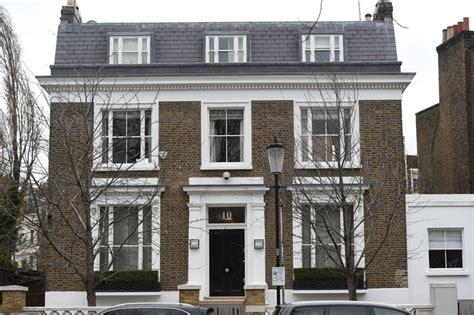simon cowell house simon cowell s home burglarized with family sleeping inside closer weekly