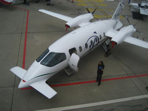 file piaggio p180 jpg wikimedia commons