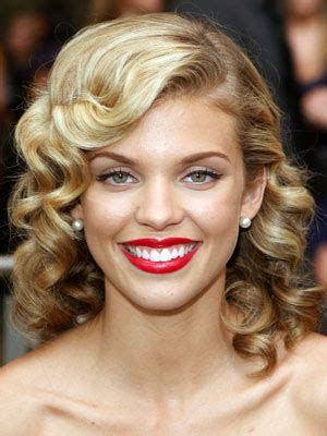 pinculrs with a bang anotherallergymom annalynne mccord pin curls hairstyle