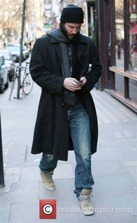 Keanu Reeves Runs The Paparazzi by Keanu Reeves Telenowele