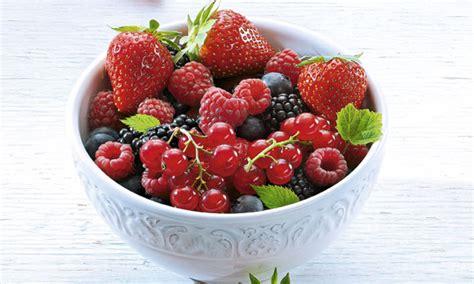 wann pflanze ich erdbeeren sommerbeeren erdbeeren himbeeren co tegut