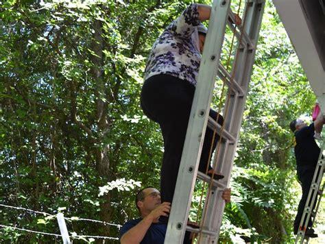 rescue dallas dallas zoo monorail stalled passengers trapped 171 cbs dallas fort worth